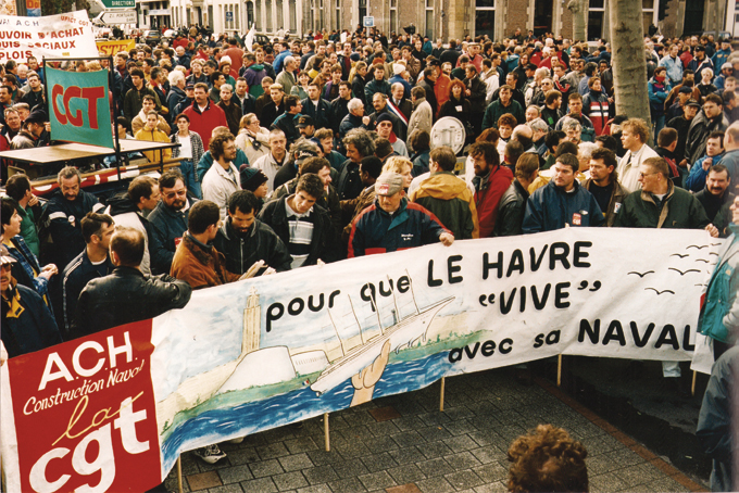 Une-des-multiples-manifestations-contre-la-fermeture-des-ACH. © Adias ACH